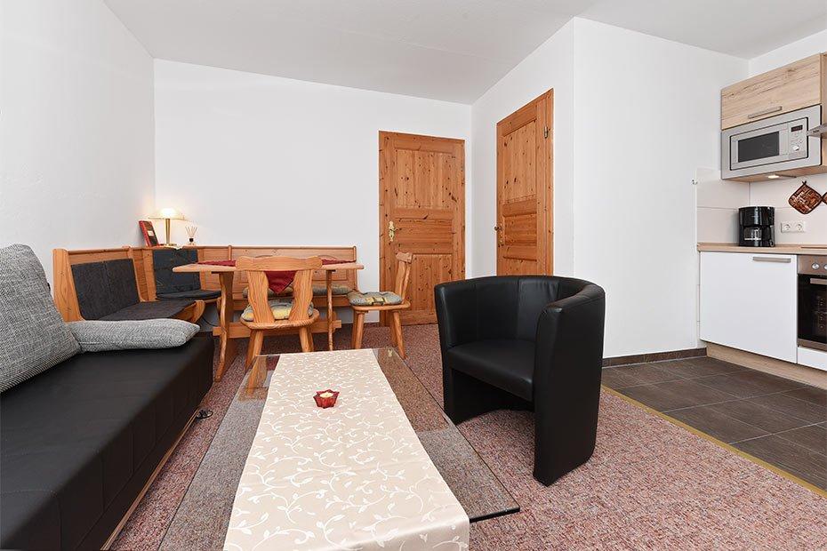 Ferienwohnung 1 pension pradler ferienwohnungen zimmer for Zimmer neuharlingersiel